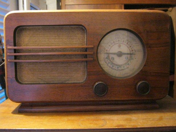 stari-radio-prijemnici-slika-64031477
